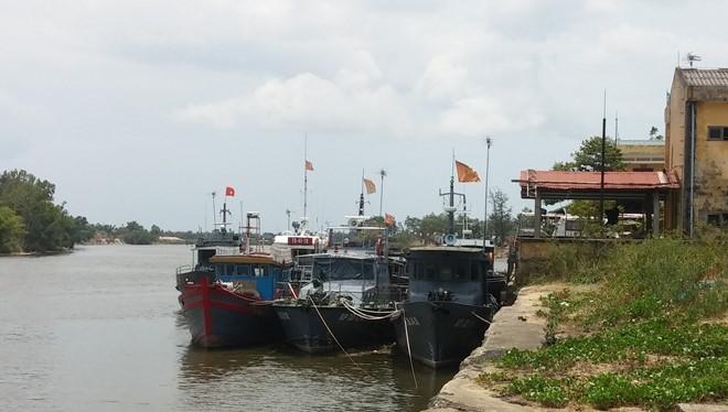 Tàu của Bộ đội biên phòng Quảng Trị nằm yên tại cảng nhưng lập hồ khống tuần tra biển để rút ruột nhà nước hàng tỉ đồng.