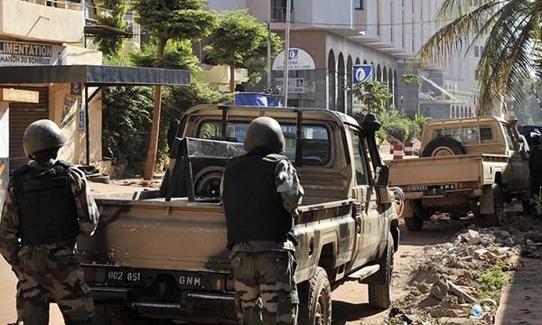 Nhóm khủng bố Al-Mourabitoun nhận trách nhiệm vụ tấn công khách sạn Mali, 27 nạn nhân thiệt mạng