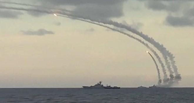 Quân đội Nga bắn tên lửa từ Biển hồ Caspi vào các cơ sở của IS tại Syria.
