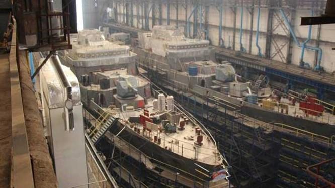 Hai tàu Gepard 3.9 của Hải quân Việt Nam trong xưởng đóng tàu Gorky ở Zelenodolsk (Cộng hoà Tatarstan, Nga)