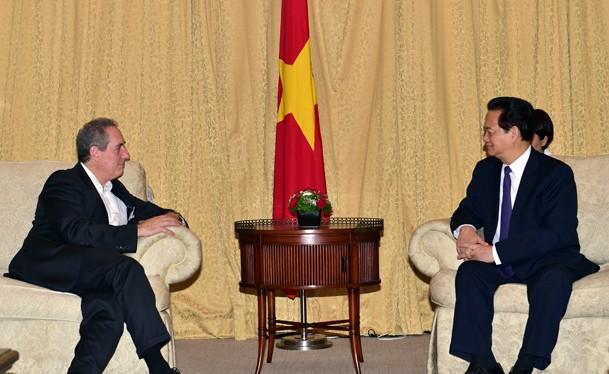 Thủ tướng Chính phủ Nguyễn Tấn Dũng và Đại diện Thương mại Hoa Kỳ, Đại sứ Michael Froman. Ảnh: VGP/Nhật Bắc