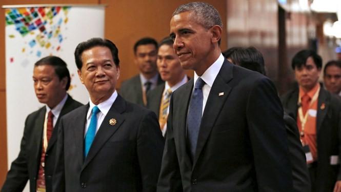 Tổng thống Mỹ Barack Obama và Thủ tướng Nguyễn Tấn Dũng tại hội nghị thượng đỉnh ASEAN - Mỹ ở Malaysia. Tổng thống Mỹ đã nhận lời mời của Thủ tướng Nguyễn Tấn Dũng, sẽ thăm Việt Nam vào năm 2016 - Ảnh: Reuters