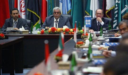 Hiện chưa có dấu hiệu cho thấy OPEC sẽ giảm sản lượng dầu trong thời gian tới Ảnh: THARAWAT