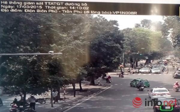 Hình ảnh xe vi phạm từ phòng cảnh sát báo cho cảnh sát giao thông ngoài đường xử lý.