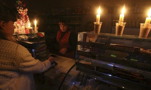 Dân Crimea phải sinh hoạt trong tình trạng mất điện trong vài ngày qua