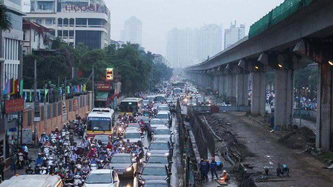 Đường Nguyễn Trãi, quận Thanh Xuân, dù là tuyến đường huyết mạch vào trung tâm TP nhưng cảnh ùn tắc liên tục xảy ra - Ảnh: Nguyễn Khánh