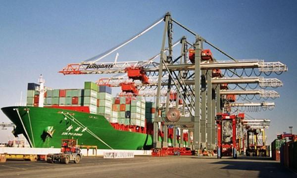 Nhập khẩu từ Trung Quốc tiếp tục tăng thêm 14%
