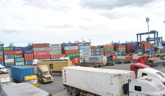 Kim ngạch xuất khẩu 11 tháng đầu năm 2015 tăng 8,3% so với cùng kỳ 2014, cao hơn nhiều mức tăng xuất khẩu ước tính cho năm 2015 của thế giới (5,1%) cũng như của ASEAN-5 (8,0%) và Trung Quốc (6,8%). Ảnh TL