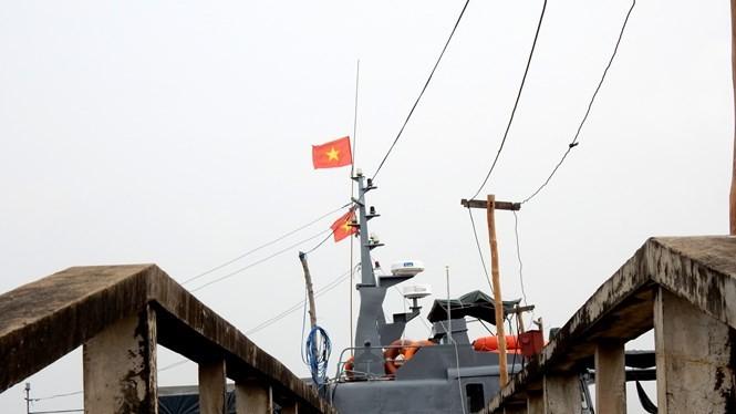 Tàu tuần tiễu của Hải đội 2, BĐBP Cà Mau trực chiến tại thị trấn Sông Đốc, Cà Mau (11.2015)