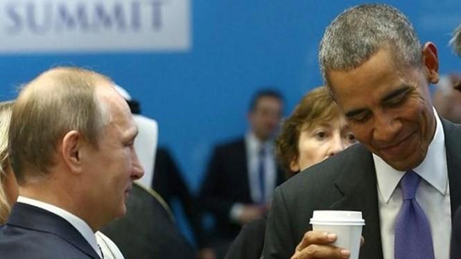 Tổng thống Nga Putin (trái) và Tổng thống Mỹ Obama đã có buổi nói chuyện riêng 30 phút bàn về vấn đề Syria, Ukraine - Ảnh: Reuters