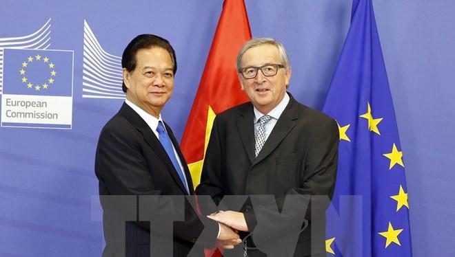 Thủ tướng Chính phủ Nguyễn Tấn Dũng gặp Chủ tịch Ủy ban Châu Âu Jean-Claude Juncker. (Ảnh: Đức Tám/TTXVN)