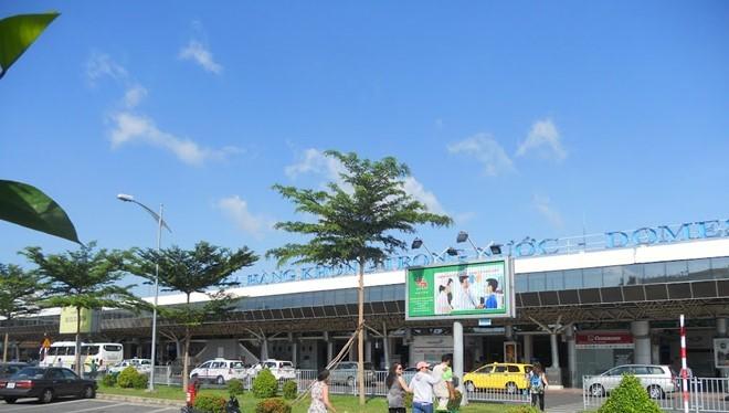 Bên ngoài sân bay Tân Sơn Nhất