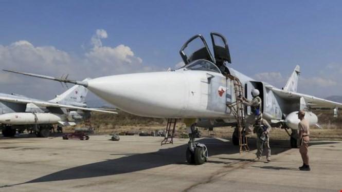 Máy bay ném bom Su-24 của Nga tại căn cứ Hmeymim ở Latakia, Syria - Ảnh: Reuters