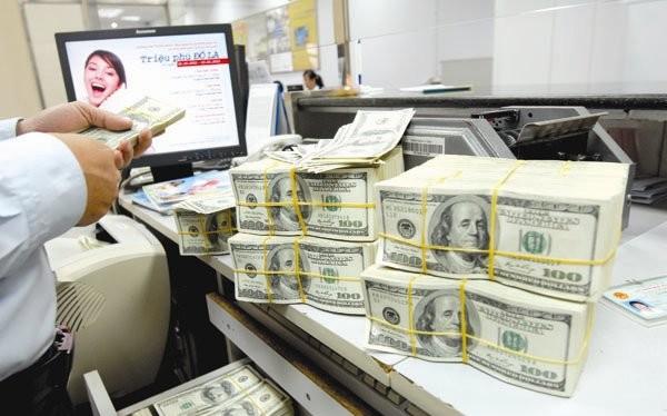 Món nợ phải trả trước mắt chưa qua thì món nợ phải trả khác lại đến. Và việc phát hành trái phiếu chính phủ ra thị trường quốc tế sẽ càng trở nên cấp bách. Ảnh: KINH LUÂN