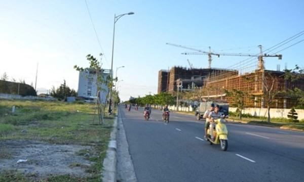 Nhiều lô đất như thế này tại quận ven biển ở Đà Nẵng đã rơi vào tay người Trung Quốc (Ảnh: Zing/VOV)