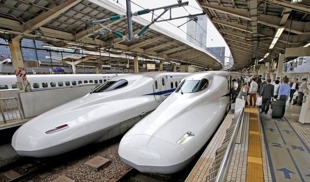 Tàu cao tốc Shinkansen của Nhật Bản - Ảnh: AP