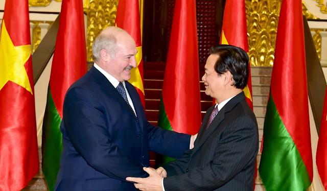 Thủ tướng Nguyễn Tấn Dũng hội kiến Tổng thống Cộng hòa Belarus Alexander Lukashenko. Ảnh: VGP/Nhật Bắc