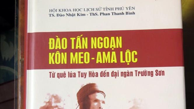 Bìa cuốn sách nói về nhiều thành tích của ông Ngoạn - cha ông Đào Tấn Lộc trong giai đoạn công tác tại Đắk Lắk