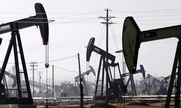 Thêm hơn 200 tỉ USD 'bốc hơi' vì giá dầu lao dốc