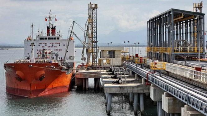 Bộ Tài chính: 'Nhập khẩu xăng dầu lợi hơn 2 tỷ USD nhờ giá giảm'