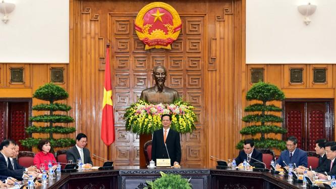 Thủ tướng Nguyễn Tấn Dũng đánh giá cao những đóng góp của các doanh nghiệp ngành Công Thương vào tăng trưởng của nền kinh tế. Ảnh: VGP/Nhật Bắc