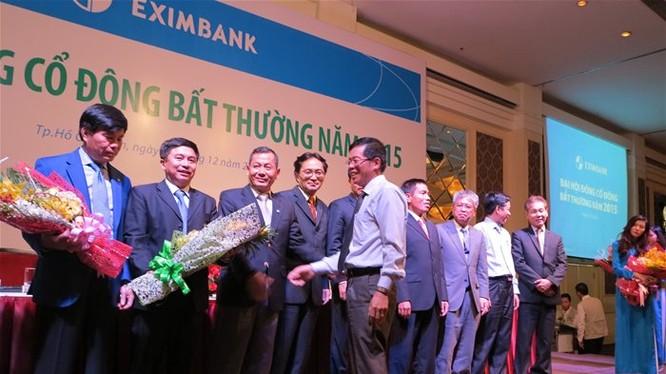 Các thành viên mới được bầu vào HĐQT của Eximbank - Ảnh: Quang Định