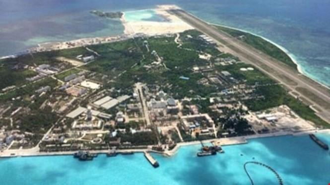 Hình ảnh đảo Phú Lâm thuộc quần đảo Hoàng Sa của Việt Nam bị Trung Quốc chiếm đóng và xây dựng trái phép - Ảnh: SCMP