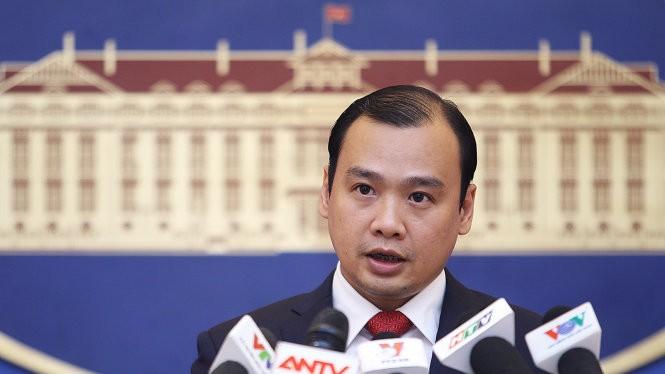 Người phát ngôn Bộ Ngoại giao Lê Hải Bình khẳng định việc Trung Quốc xây dựng trạm xăng và trường học trên đảo Phú Lâm thuộc quần đảo Hoàng Sa của VN là bất hợp pháp và vô giá trị - Ảnh: TTO