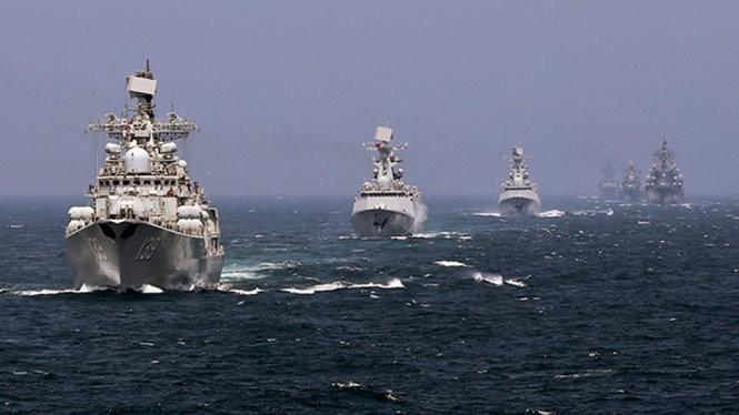 Biên đội tàu chiến của hải quân Trung Quốc trong một cuộc tập trận năm 2014 - Ảnh: Reuters