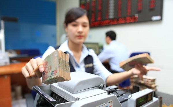 Từ ngày 18-12, lãi suất tiền gửi cá nhân bằng đô la Mỹ đã về 0%