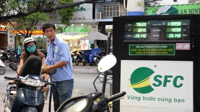 Có 262/518 cửa hàng kinh doanh xăng dầu ở TP.HCM bán xăng sinh học E5 - Ảnh: D.Đ.M