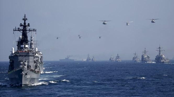 Chiến hạm Nhật Bản trong một cuộc diễn tập - Ảnh: The Japan Times
