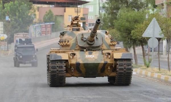 Thổ Nhĩ Kỳ dùng xe tăng trấn áp người Kurd