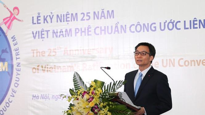 Phó Thủ tướng Vũ Đức Đam phát biểu tại lễ kỷ niệm 25 năm Việt Nam phê chuẩn Công ước Liên Hợp Quốc về Quyền trẻ em, tối 20/12. Ảnh: VGP/Đình Nam