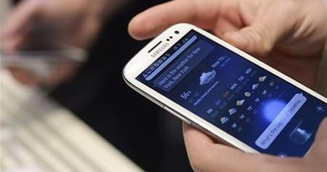 76% người dùng Internet tại VN lên mạng hằng ngày bằng các thiết bị di động. Ảnh: Reuters.