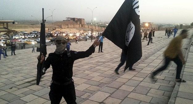 Nhiều kẻ khủng bố đã trà trộn trong dòng người di cư khổng lồ đang đổ vào châu Âu và thực hiện các vụ tấn công đẫm máu - Ảnh: Reuters