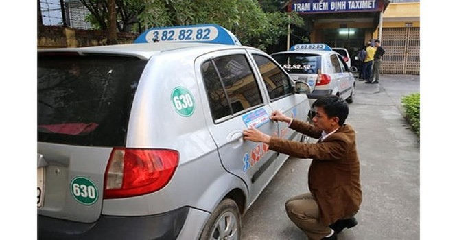 """Sợ bị """"tuýt còi"""", hàng loạt hãng taxi hứa sẽ giảm giá cước"""