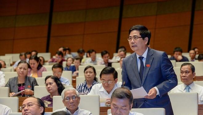 Bộ trưởng Cao Đức Phát trả lời chất vấn tại kỳ họp thứ 9, Quốc hội XIII (Ảnh: VPQH)