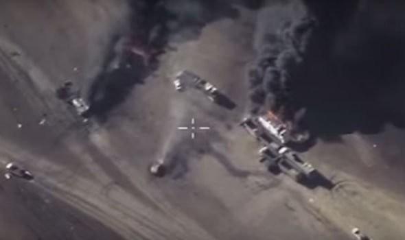 Ảnh cắt ra từ video máy bay Nga không kích IS - Ảnh: Express