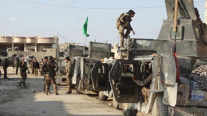 Lực lượng chính phủ Iraq tại khu vực gần Ramadi ngày 24.12.2015 - Ảnh: Reuters