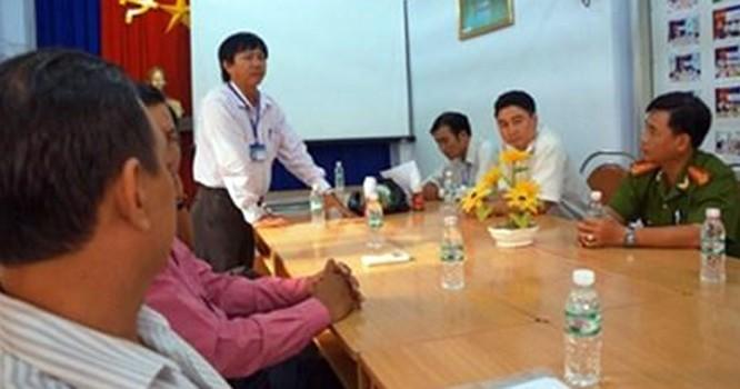 Cuộc họp truy tìm nguồn cung cấp chai Dr. Thanh có dị vật tại Chi cục ATVSTP Cà Mau.