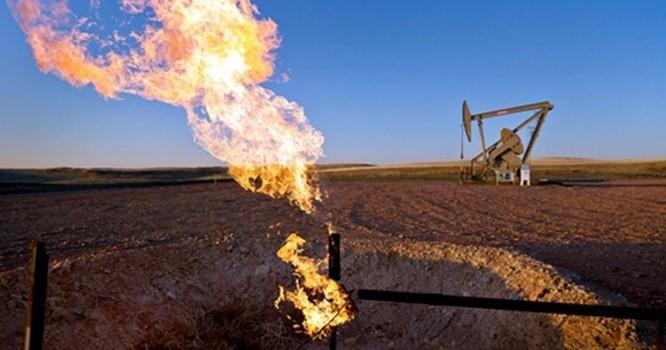 """5 quốc gia dầu mỏ phải """"thắt lưng buộc bụng"""" vì giá giảm mạnh"""
