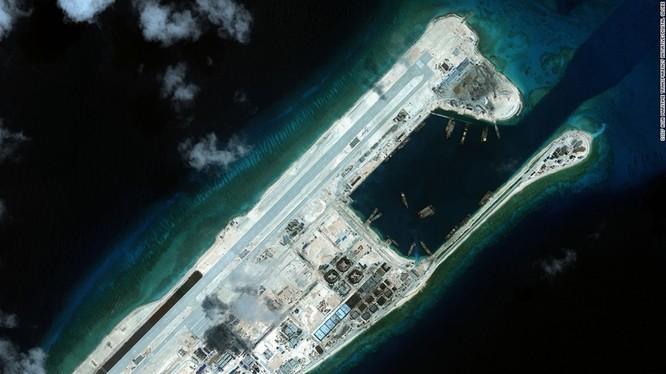 Đường băng do Trung Quốc xây trái phép trên đá Chữ Thập thuộc quần đảo Trường Sa của Việt Nam. Ảnh: CSIS