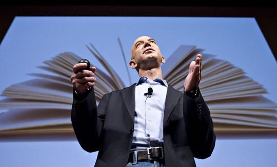Ông Jeff Bezos thiệt hại 3,7 tỉ USD trong ngày 4-1. Ảnh: Bloomberg