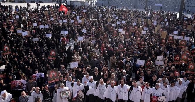 Người Hồi giáo Shiite ở Iran biểu tình phản đối Saudi Arabia tại Tehran - Ảnh: Reuters