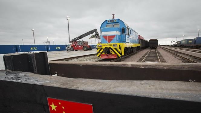 Một tuyến xe lửa ở biên giới Trung Quốc - Kazakhstan - Ảnh: Business Times
