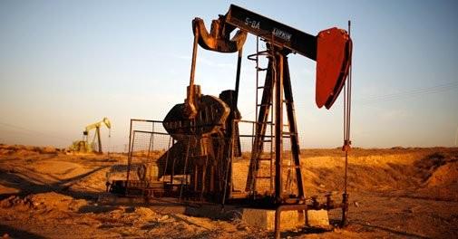 Nguồn cung dư thừa tiếp tục đẩy giá dầu đi xuống. Ảnh: Twitter