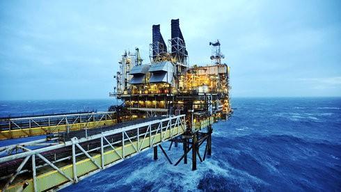 Bất chấp giá dầu rơi, PVN tăng khai thác dầu khí trên 10%