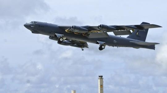 Một máy bay ném bom chiến lược B-52 của Mỹ bay đến Hàn Quốc hôm 10-1 sau khi Triều Tiên tuyên bố thử thành công bom nhiệt hạch.