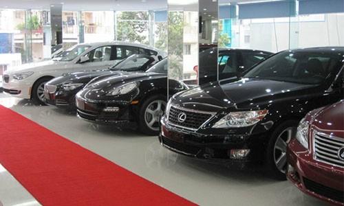 Từ cuối năm ngoái, anh Thịnh (Bắc Từ Liêm, Hà Nội) có nhu cầu mua một chiếc Mercedes GLE 400 4Matic. Nhưng khi biết đầu năm nay, một số sắc thuế nhập khẩu ôtô nguyên chiếc về Việt Nam sẽ giảm đáng kể nên đầu tuần này, anh quyết định đặt xe. Tuy nhiên, trá